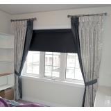 cortina de tecido com persiana Jardim América