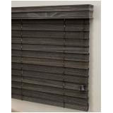 persiana horizontal imitando madeira